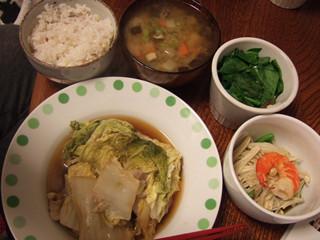 白菜と豚肉煮込み+ほうれん草のおひたし