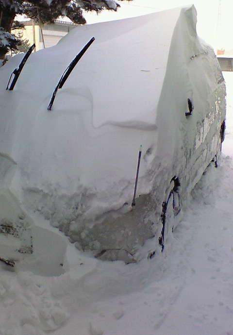 雪に埋もれた愛車