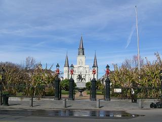 正面にあるのはSt. Louis Cathedral