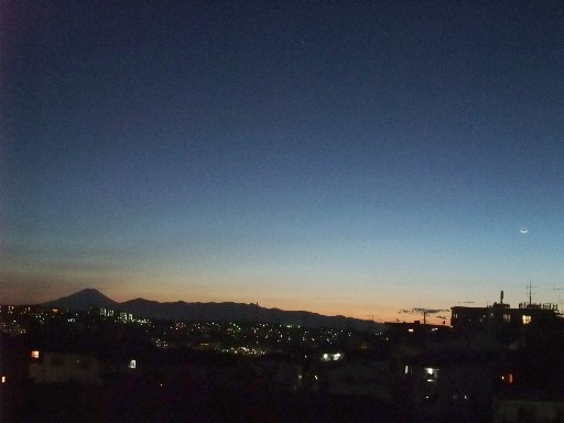 0426fuji_moon.jpg