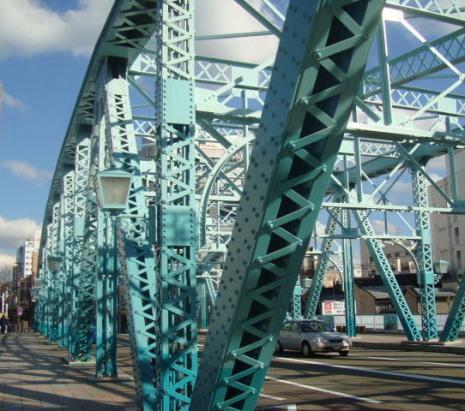 新色の犀川大橋