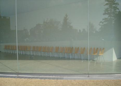 椅子の展示