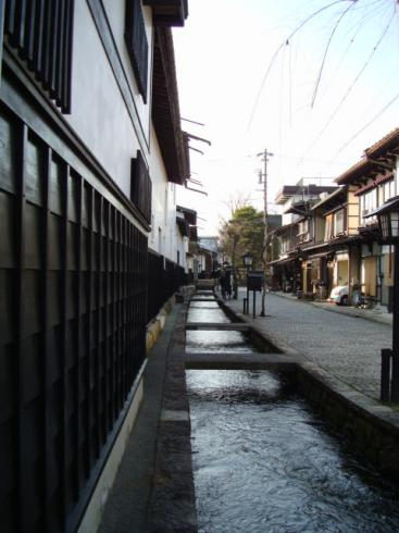 瀬戸川と白壁の景色