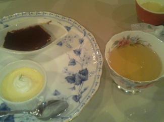プリンとティラミス、カモミール茶
