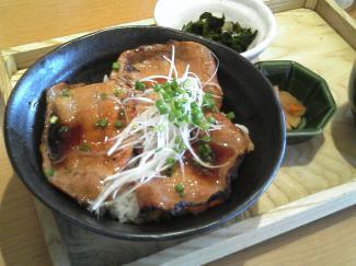 炭火焼き豚丼