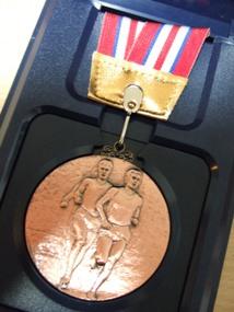 002メダル