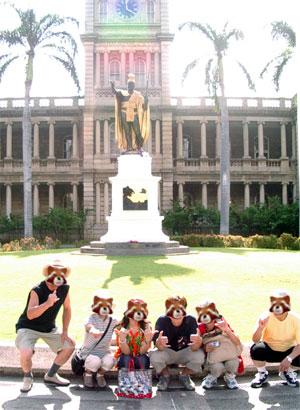 カメハメハ大王像で全員記念撮影