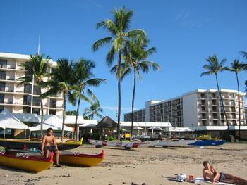 キングカメハメハホテル ビーチから建物を望む
