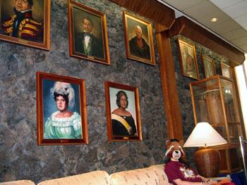 キングカメハメハホテル ロビーの肖像画