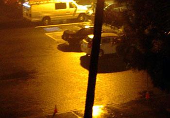 大雨の駐車場
