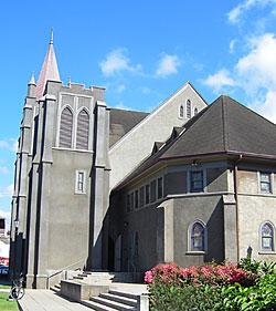 カウマカピリ教会斜め外観