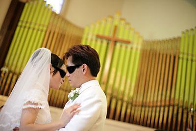 教会誓いのキスアップ