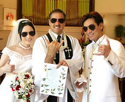 サイン後牧師さまとアロハ撮影