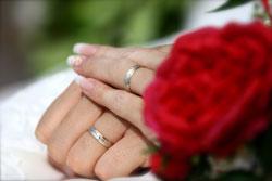 ビーチ撮影指輪の手と手