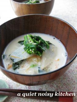 菜の花の豆乳味噌スープ