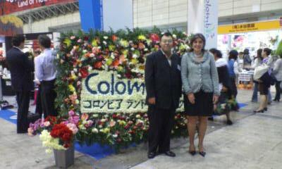 IFEX2007 幕張メッセにてシジェタをバックに駐日コロンビア大使と私。