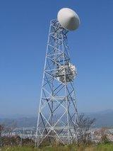 山のシンボルアンテナ塔