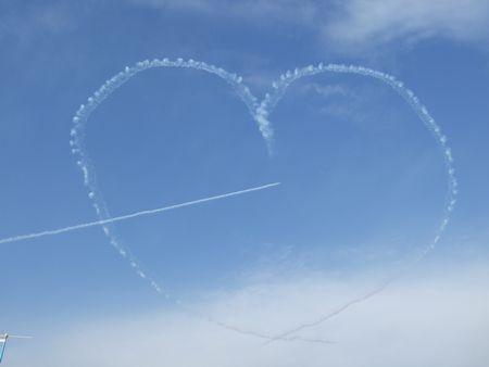 飛行機の描いたハート