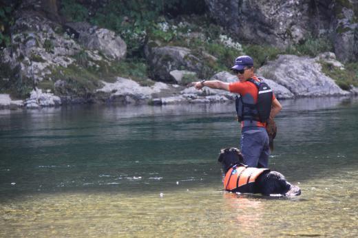 川遊び29 父とミルラン2