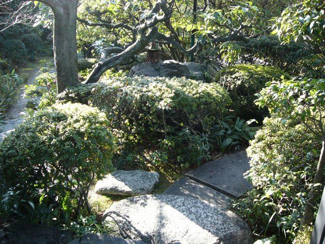 いち倫外門から入ってすぐの庭園風景01