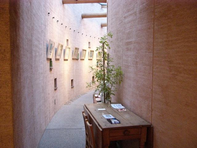 ぶなの木入口からカフェに繋がる通路