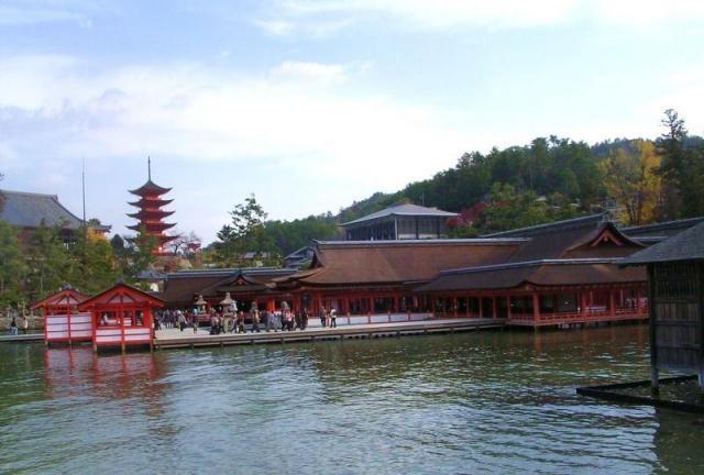 朝 厳島神社