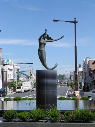 八戸駅 人魚の像