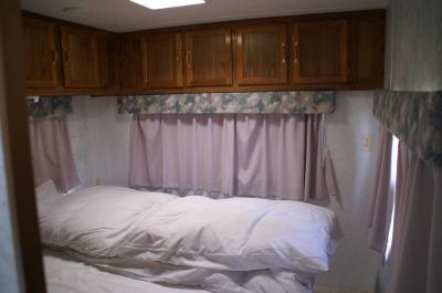 トレーラーハウス ベッド
