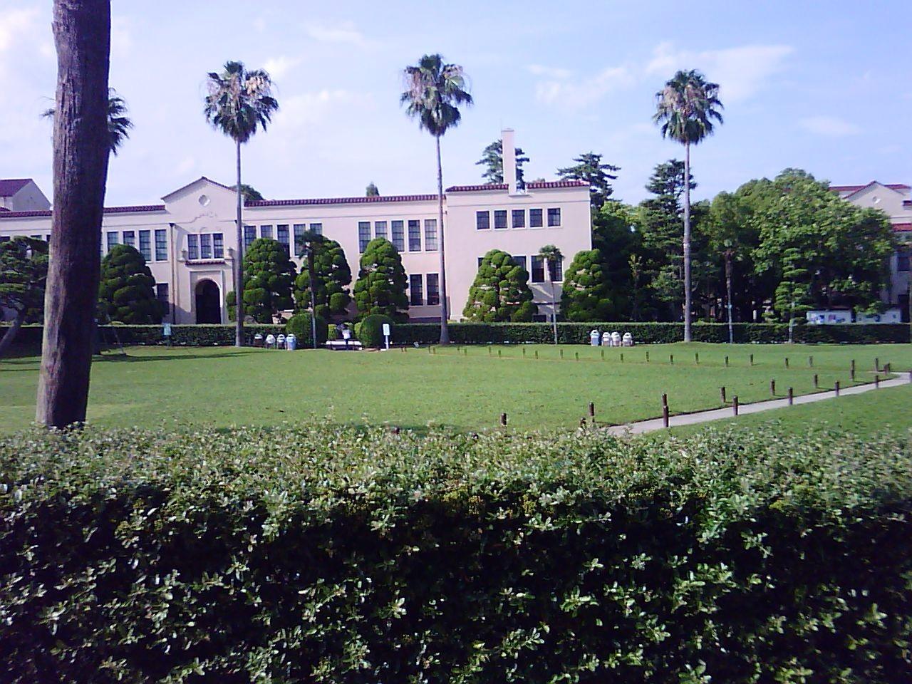 お城のような関西学院大学