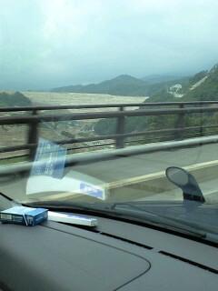 胆沢ダム(車中より)