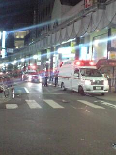 大通りに救急車