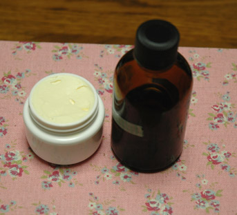 化粧水とクリーム