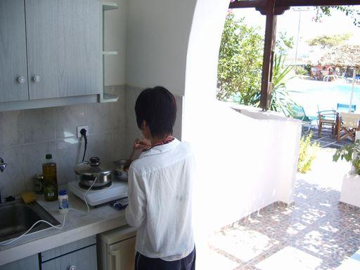 料理するヨメ