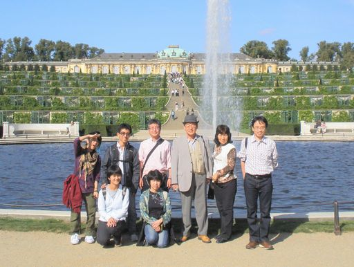 サンスーシ宮殿の前で