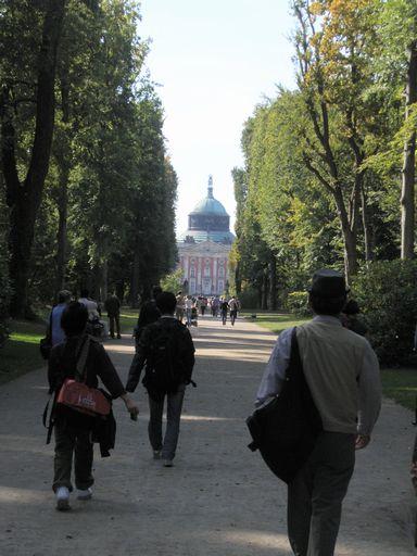 新宮殿までの道のり