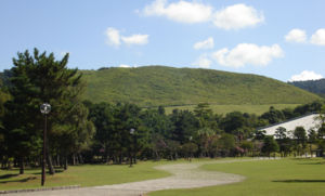 若草山(by Wiki)