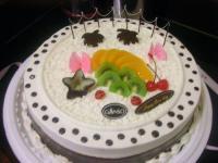 这蛋糕真2...照片明明很可爱的T^T被骗了...
