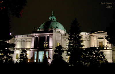 夜の表慶館