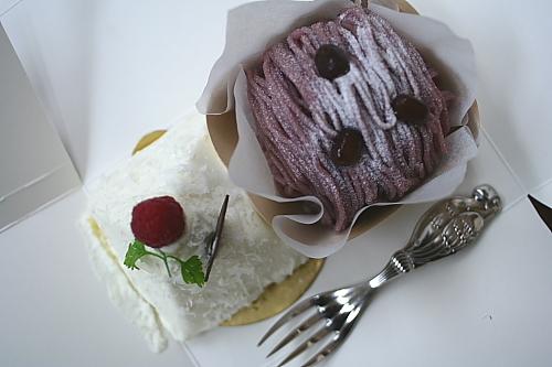 おいしそうなケーキが2個~~