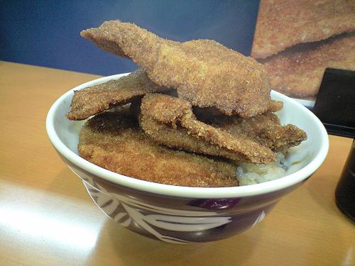 新潟には卵でとじないで、甘辛醤油のタレにくぐらせたカツ丼がたくさんあるんだよ