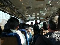 バスの中で開会式・・・会長の挨拶