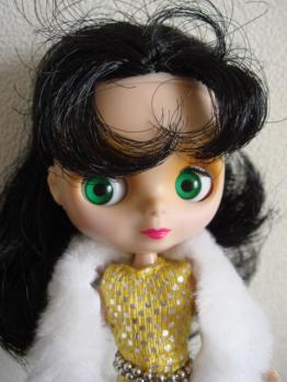 petit blythe all gold in one face