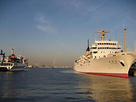 新港埠頭の船