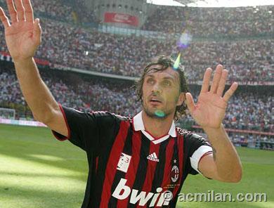 試合後、ティフォジにお礼をするマルディーニ