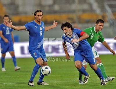 アイルランドとの親善試合です、キャプテンマークのリーノ!