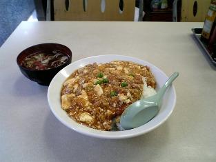 鶴廣でマーボー丼と餃子を食べる。003