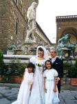 広場での結婚式