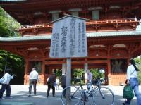 大門と自転車