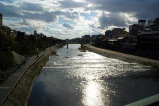四条大橋から鴨川を望む