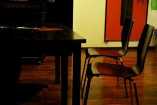 椅子とテーブル